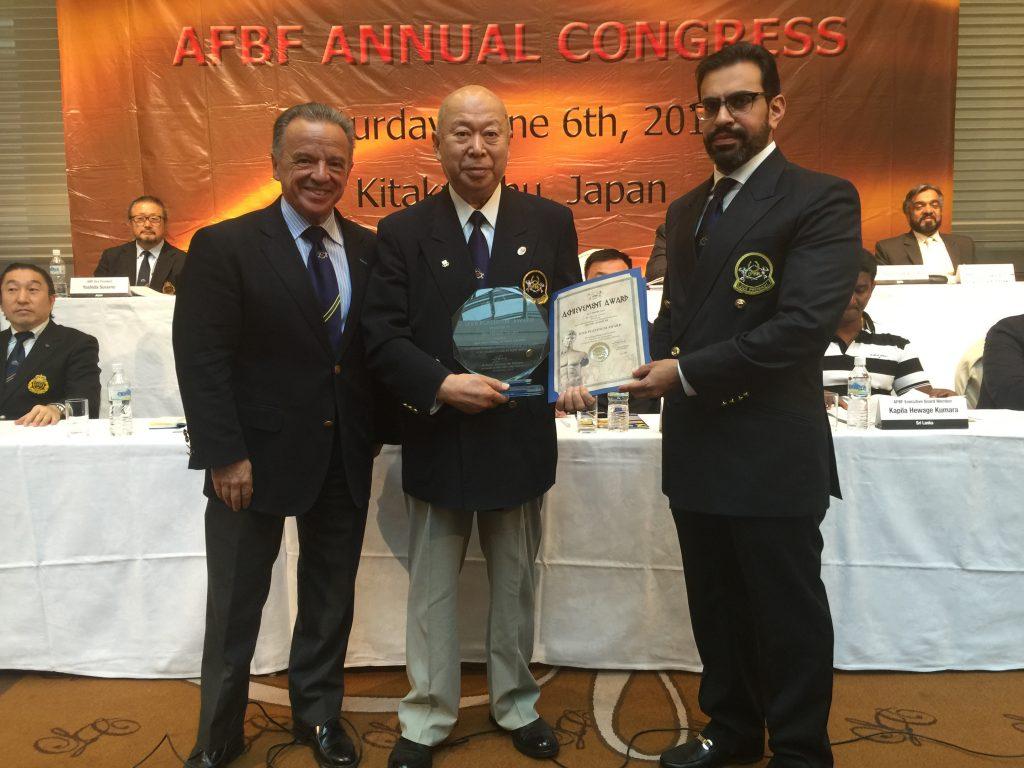 Mr. Hitoshi Tamari, JBBF President, received the IFBB Platinum Award from President of the Asian BodyBuilding and Fitness Federation Sheikh Abdulla Bin Al Khalifa and IFBB President Dr. Rafael Santonja.